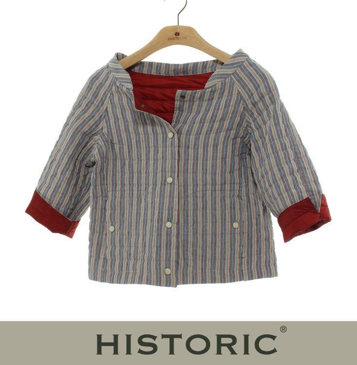 Look anni 50-60 per il giacchino da donna reversibile Frangipane Jacket: da un lato fresco lino a righe, dall'altro nylon setoso traspirante in colore unito, leggera imbottitura in thermore, capo ideale da attacco stagione! #historic #womenfashion #modadonna #modaprimaveraestate http://historic-brand.com/shop/historic-donna/frangipane-jacket-3/