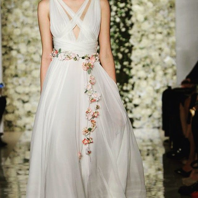サッシュベルトの色は悩んだ(°_°) お花の#サッシュベルト も可愛いね! #sashbelt#weddingdress#bride#flower#item#wedding#bridal #ウエディングドレス#花嫁#小物#アイテム