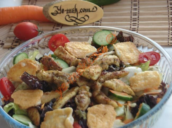 Izgara Tavuklu Salata (Dukan Usulü) Resimli Tarifi - Yemek Tarifleri