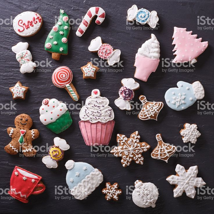 Christmas gingerbread cookies on a slate board closeup. top view foto royalty-free
