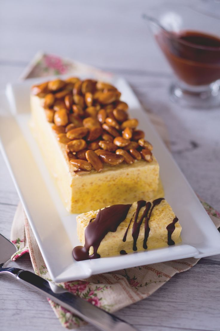 Il #parfait alle #mandorle è una sorta di #semifreddo alle mandorle, goloso e avvolgente: servitelo a fine pasto per deliziare i vostri ospiti! ( #italian semifreddo with #almonds ) #Giallozafferano #recipe #ricetta #dessert #sweet #italianfood