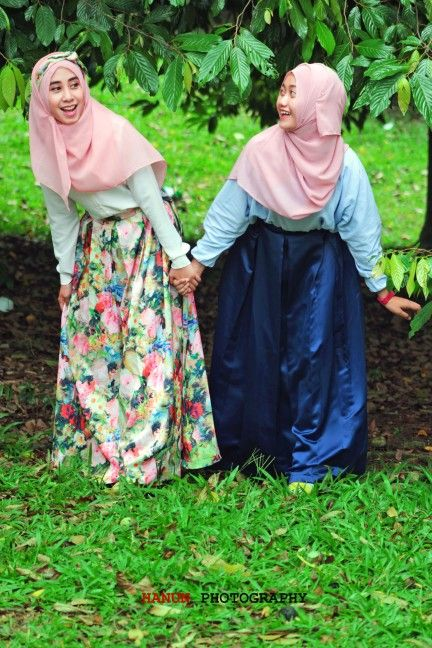 Sisters photography, hijab photography. Model : Farah Athiyyah and Adzra