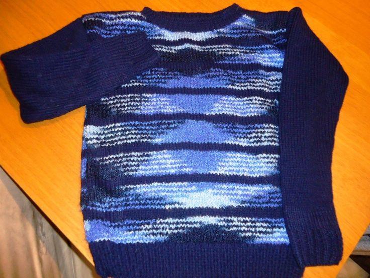 Une explosion de bleu.... Voici donc le pull suivant...vous pouviez le deviner, c'est pour un garçon, mon neveu Bleu pour lui, rose pour sa soeur et comme il y a un troisième loulou, vu que c'est une famille recomposée, le troisième est orange... tous...
