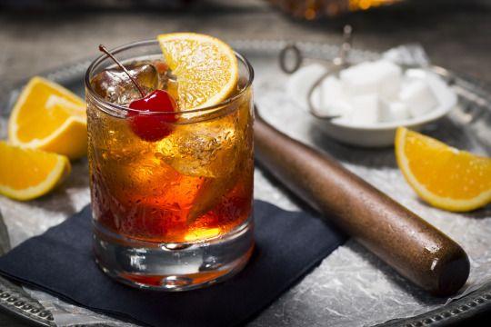 Yahoo Weihnachtsspecial - Fünf festliche Weihnachtscocktails - Mandarin-Orange Old Fashioned #Mandarine #Bourbon #Orange #Rezept #Cocktail #Weihnachten #xmas