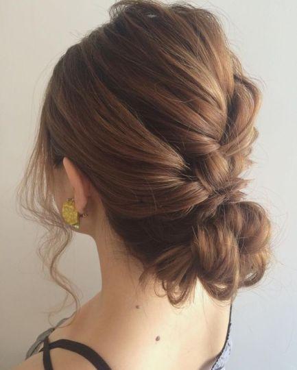 卒業式の着物に合うロングヘアの母親の編み込みの髪型3