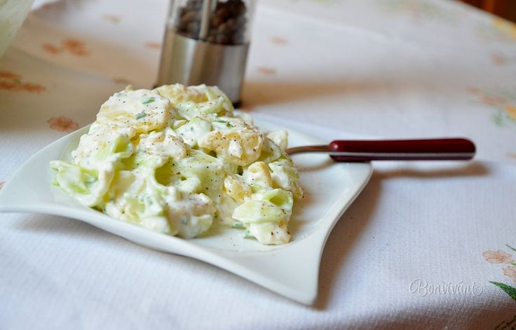Letný zemiakovo-uhorkový šalát • recept • bonvivani.sk