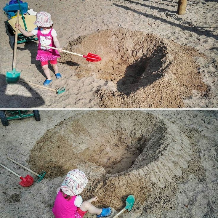 Sandburg  #Osnabrück #Germany #shovel #child #sand #bucket #toy #spade #soil #people #summer #beach #fun #play #plastic #outdoors #vacation #travel #traveling #visiting #instatravel #instago #sandbox #family #rake #dust