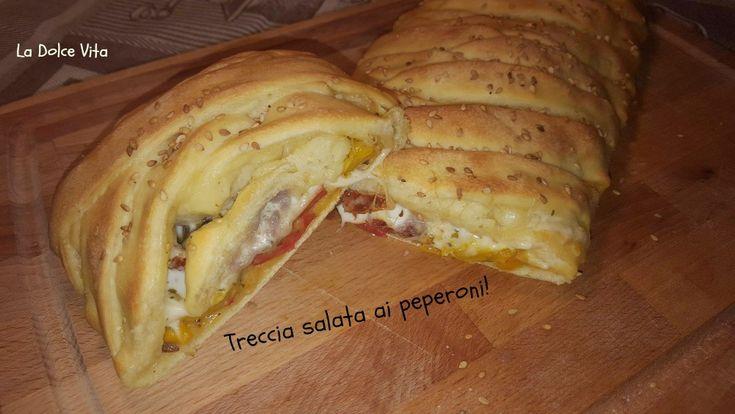 Treccia salata ai #peperoni, con #mozzarella, #olive e #pomodori secchi!