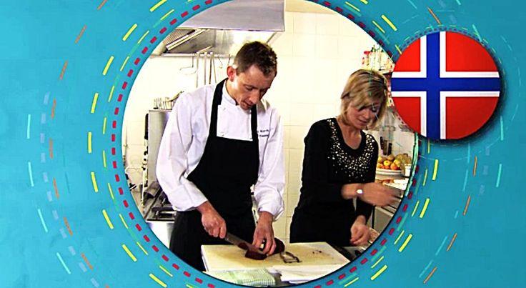 bereiden: Rol de zak met skreieitjes in vershoudfolie en kook gedurende 25 minuten. Als de eitjes gaar zijn kan je ze uit de folie halen en in schijfjes snijden. Schil de wortelen en de aardappelen en snij ze in schijven van 1 cm dik. Kook ze elk apart gaar in gezouten water. Ontdoe de lever van het vlies en snij in blokjes. Breng een pan met water, azijn, gesnipperde sjalot en laurierbladen samen met leverblokjes en de levertraan aan de kook.