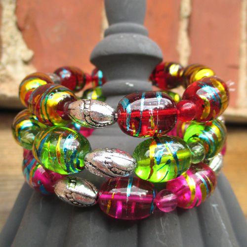 Flakeglass 6 väriä Läpinäkyvää helmeä. Kiiltomaalia, kultaa ja sinistä. Isomman helmen lev.1,4 cm - See more at: http://somemore.fi/tuotteet.html?id=15/593#sthash.qdwSYa2Q.dpuf