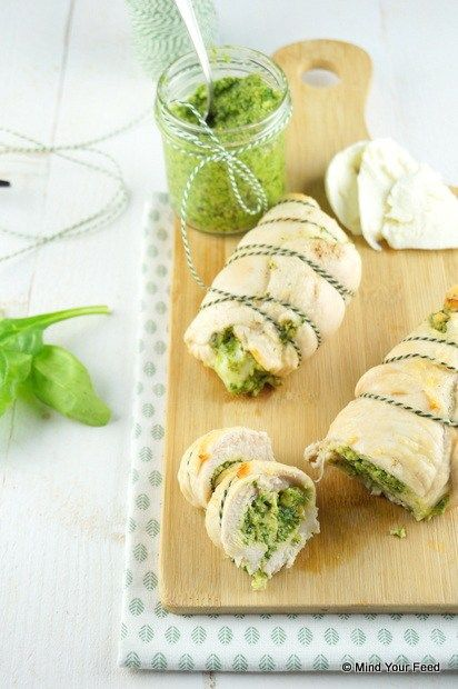 Kiprollade met pesto en mozzarella - Mind Your Feed