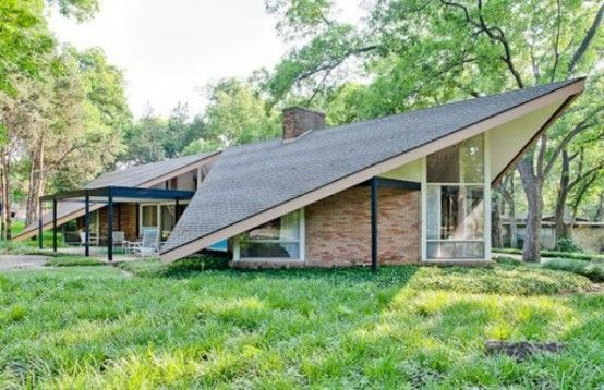 From the roof to everything inside, this is killer. Mid-Century House With A Stunning Color Scheme And A Cool Roof | DigsDigs