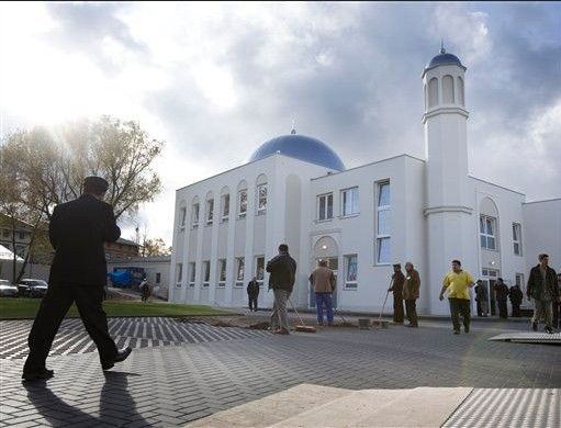 The Khadija mosque in Berlin, Germany http://z4lf4.files.wordpress.com/2011/01/germanmosque.jpg