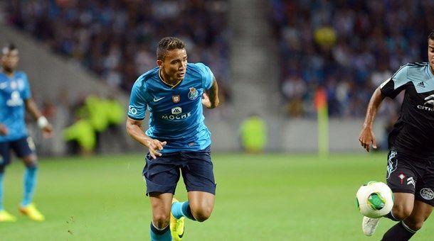 FC Porto Noticias: Manchester United e Barcelona em Braga por Danilo