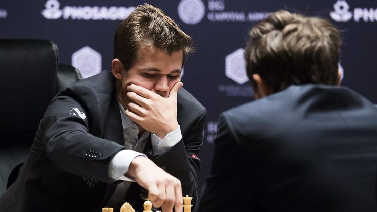 Weltmeisterschaft auf Augenhöhe: Carlsen und Karjakin spielen wieder Remis