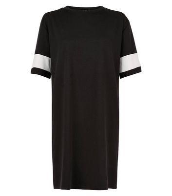 Mini-robe noire à rayure contrastante sur les manches