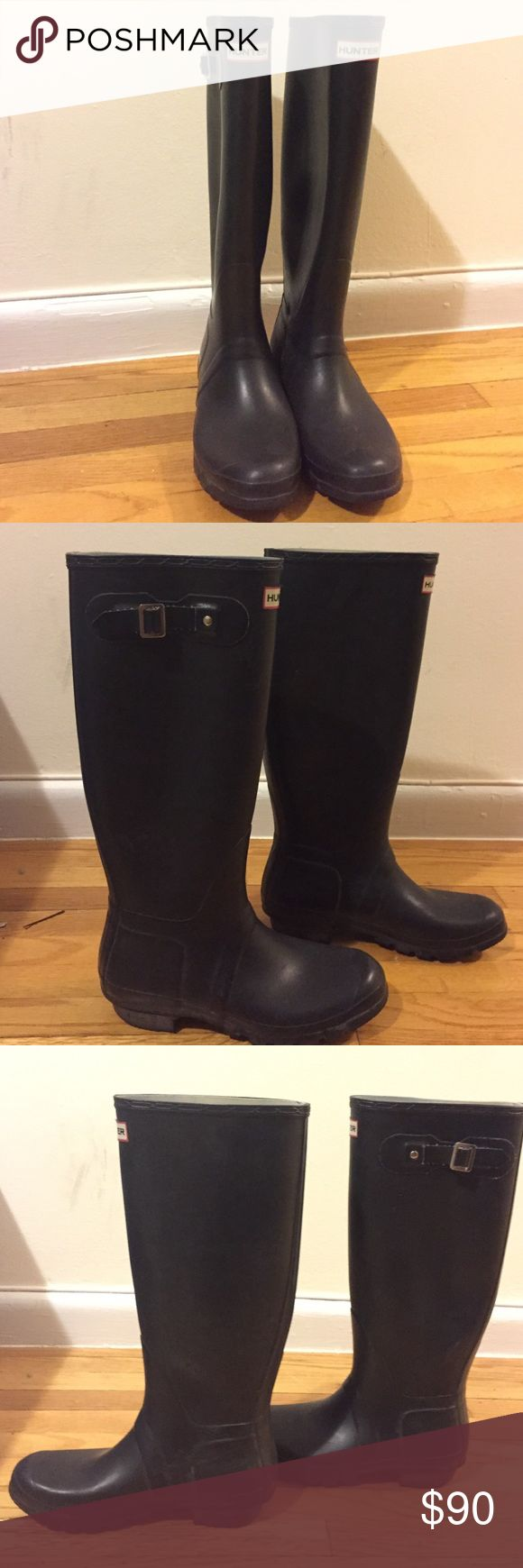 HUNTER BOOTS matte sz 9 Original hunter boot black matte in good condition. Have hunter boot socks for purchase too Hunter Boots Shoes Winter & Rain Boots
