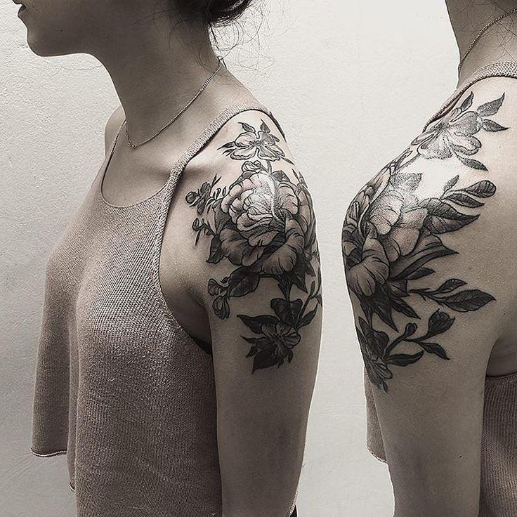 #flower #flowers #rose #blackwork #neotrad #neotraditional #blackwork #blackandgrey #shouldertattoo #tattoo #tattooed #inked #tattooedgirls