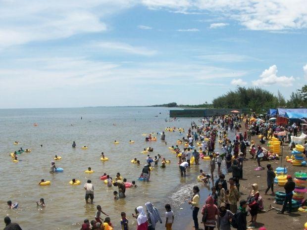Ramainya Wisata Pantai Widuri Pemalang