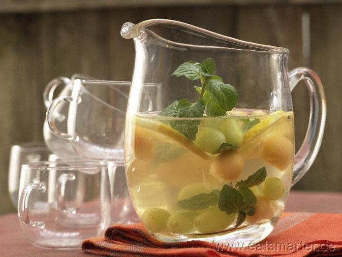 Weiße Sangria  mit Trauben und Melone - smarter - Kalorien: 204 Kcal   Zeit: 20 min. #party