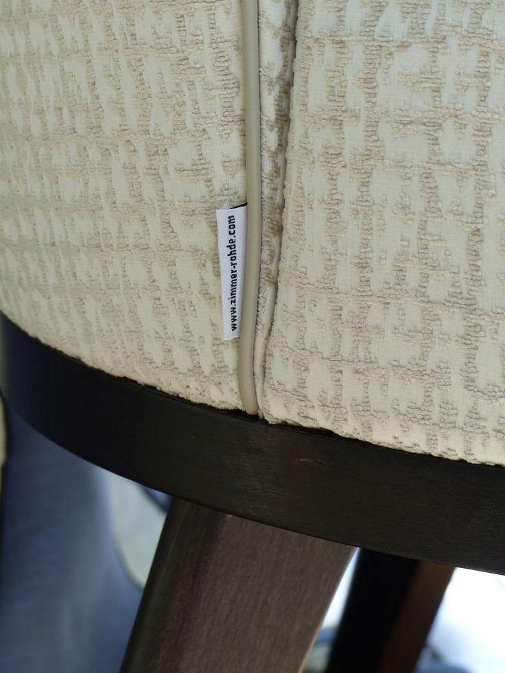 edler Sessel von Zimmer und Rohde, Detail.  #Z+R #z+r #zimmerundrohde bei #rademann_kiel #Rademann #Raumausstatter #Einrichter #Wohngestalter in #Kiel #Teppichboden #Designbelag #Parkett #Teppich #verlegen #Sofa #Stuhl #Polster #beziehen #polstern #Gardine #Vorhang #nähen #messen #anfertigen #Tapete #Rollo #Plissee #Sonnenschutz #montieren