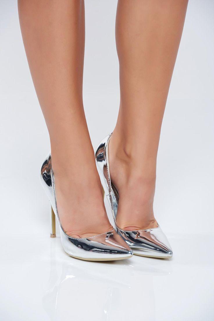 Comanda online, Pantofi eleganti cu toc inalt argintiu cu aspect metalic. Articole masurate, calitate garantata!