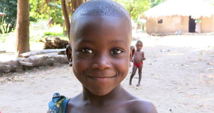 Occhi scuri e luminosi che ti restano dentro | Africa
