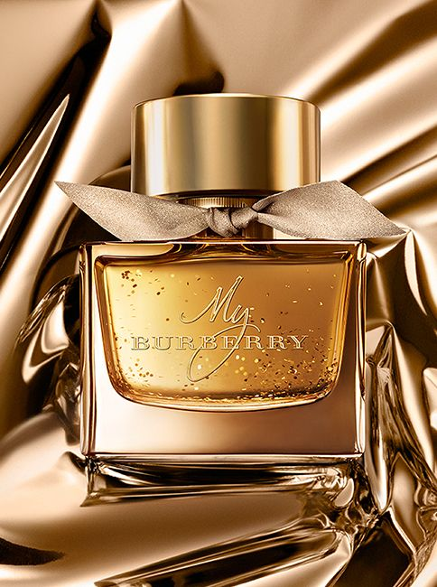 A limited-edition My Burberry Eau de Parfum detailed with shimmering gold flakes for the festive season. Add a complimentary monogram to your bottle.