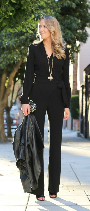Office look | Chic long sleeves black jumpsuit with leather jacket
