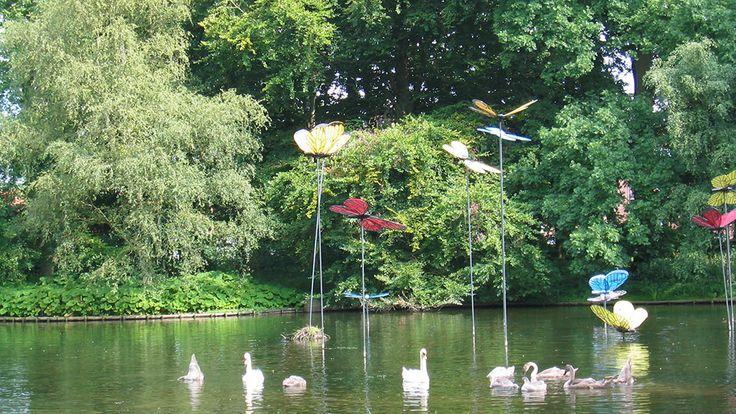 """Skulptur """"Sommerfuglene"""" i H. C. Andersenhaven i Odense"""