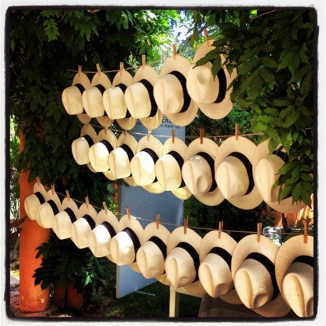 sombreros para los caballeros... me encanta!