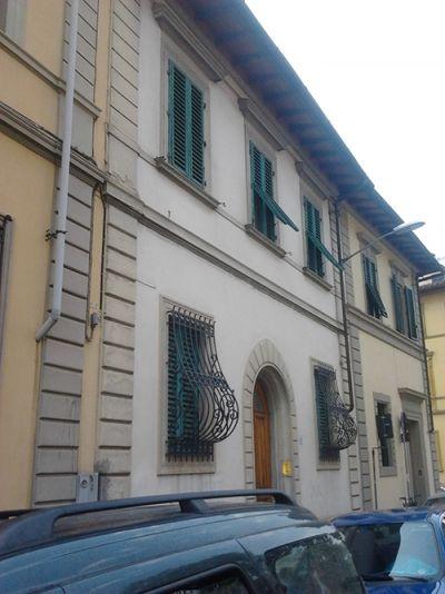 Opere di restauro della facciata principale di villino