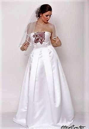 Tündér menyasszonyi ruha  https://hagyomanyorzobolt.com/Tunder-menyasszonyi-ruha
