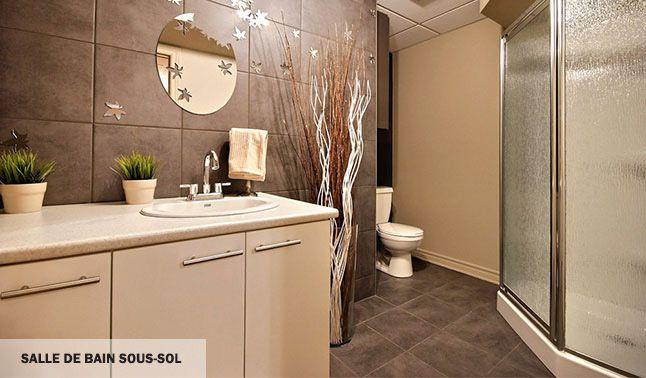 Salle de bain contemporaine et moderne.