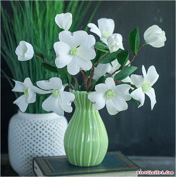 Tỉ mẩn làm bình hoa giấy xinh thanh nhã