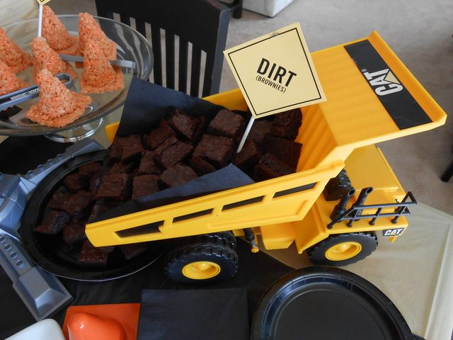 Brownie bites at a Construction Party #construction #partyfood
