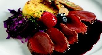 Lombo di cervo con salsa al refosco  #carne #secondipiatti #menu #ricette #natale #ricettenatale #menunatale #cervo