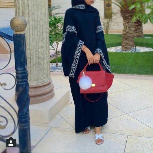 Beautiful simple details on abaya