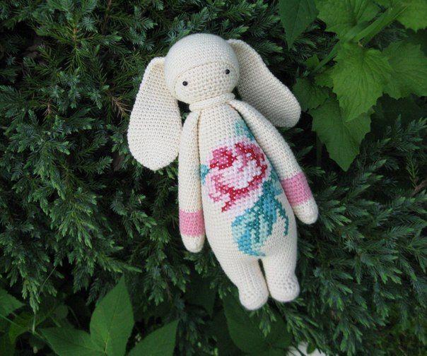 bunny / Songbird studio; #knit #knitting #doll #cotton #toys #crochet #yarn #bunny #rabbit #handembroidery #embroidery #amigurumi #crochetdoll #garden #rose #flower #handmade #lalylala #baby  #craft #white #songbirdstudio