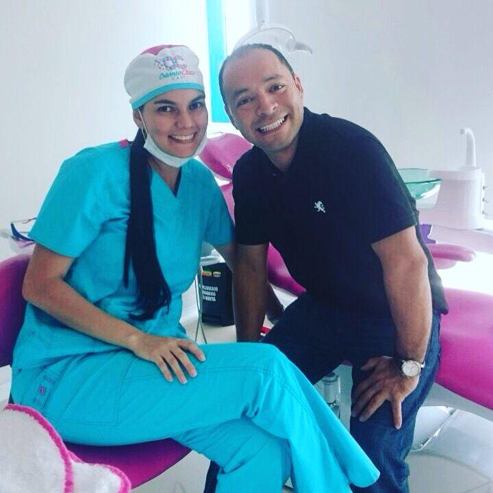 Hoy nos visita nuestro paciente  Súper juicioso viajó desde Orlando Florida a su cita de control. Gracias por confiarnos tu sonrisa! En #odontoclasscali nos encanta verte sonreír!!  #enmanosdeespecialistas #cuidamostusaludbucal #diseñodesonrisa #cirugia #blanqueamientocali #blanqueamientodental #controldelimpiezadental #prevencionor