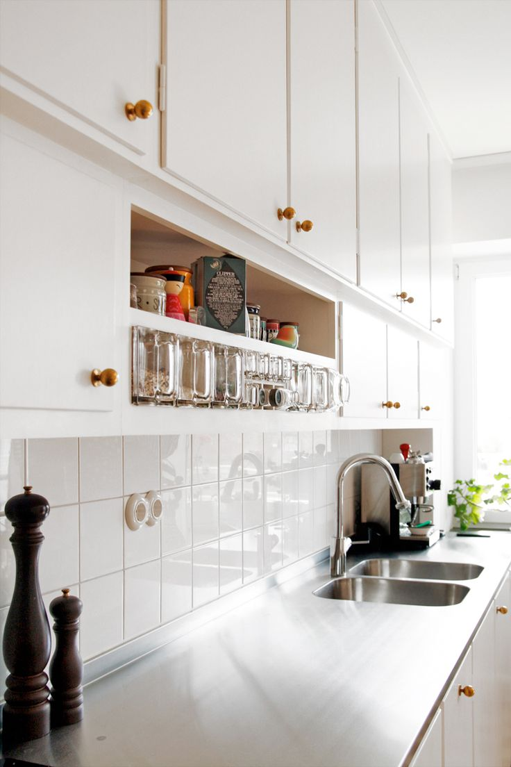 beautiful kitchen cabinets + gold handles #decor #cozinhas #kitchens