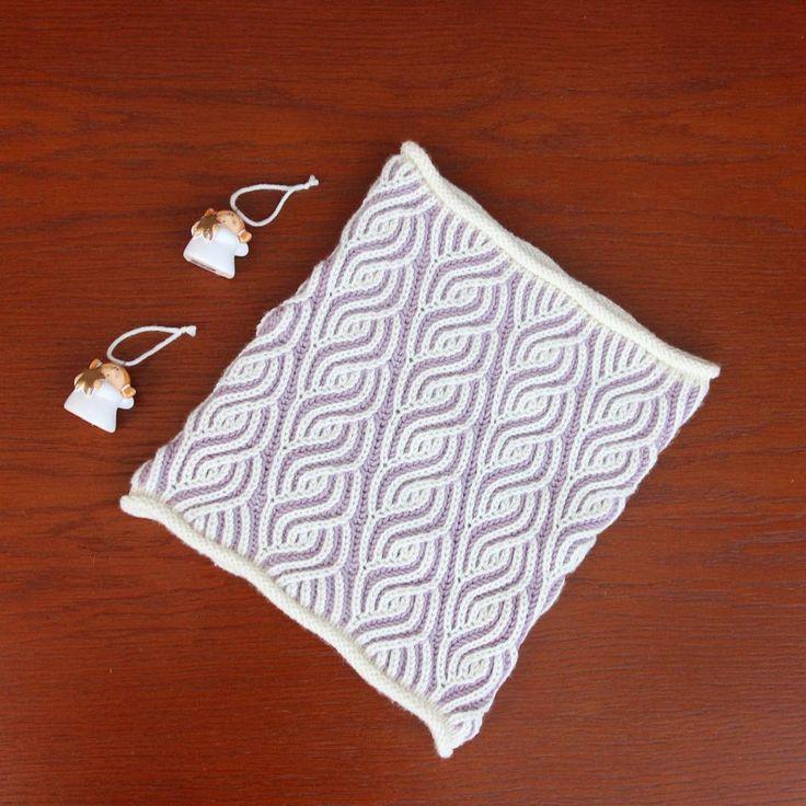 such a cool idea! 2-color brioche stitch, 1 slightly darker to give a cool 3d aspect!