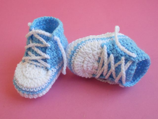 Baby Converse # Free # crochet pattern link here  DISCLAIMER    First and foremost I take no credit for any of the FREE pattern links ...