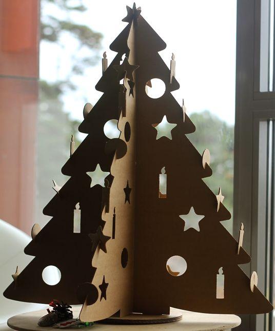 Cómo hacer un árbol de navidad con cartón reciclado | Inspirastic