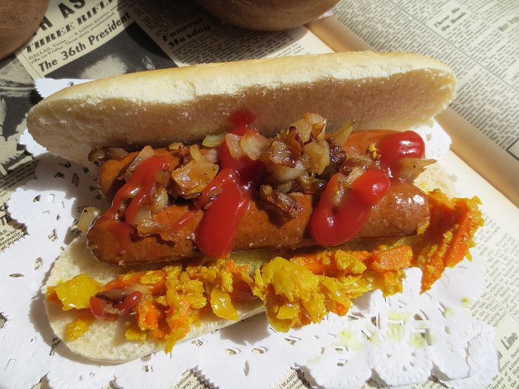 Hot-Dogs Vegan et leur Garnitures (Achards) / Hot-Dogs Con Salchichas Vegan y Achards de Verduras Como Condimento / Vegan Hotdogs with their Fittings (Pickles)