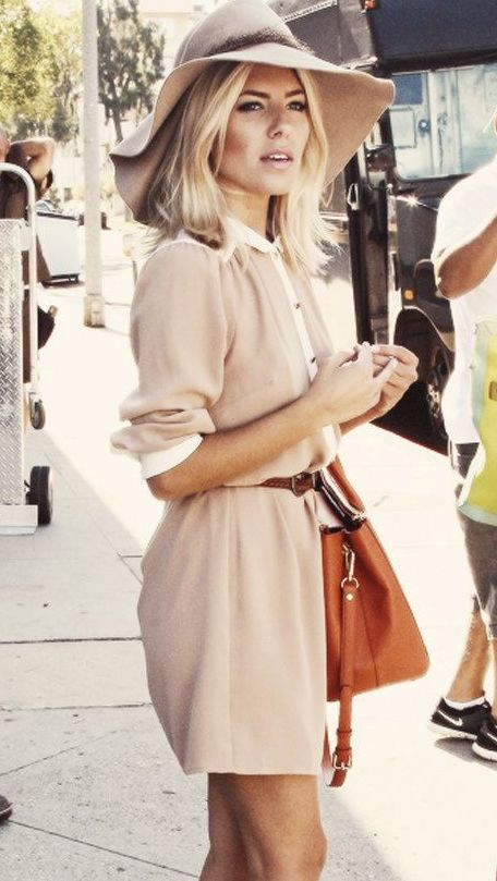 Sienna Miller In Neutral Shades - Street Style Inspiration - #Starbags_eu for more findings pls visit www.pinterest.com/escherpescarves/