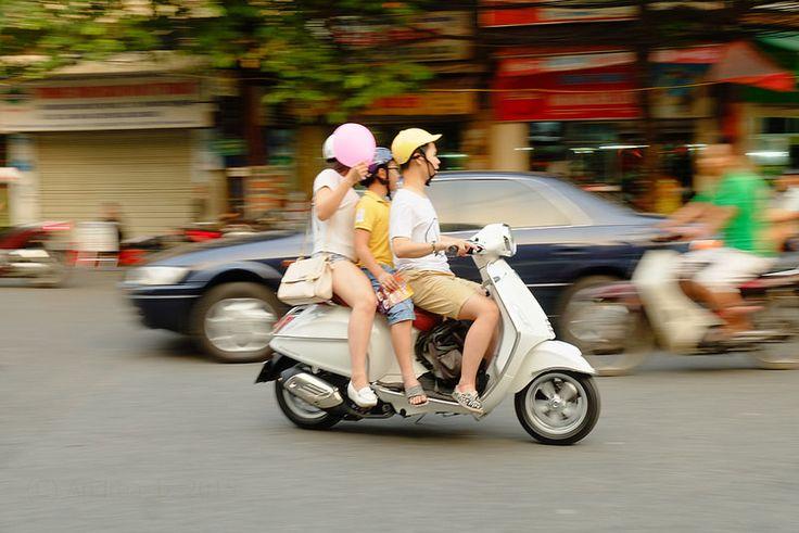 Street Life - Hanoi (Subtitle Asia Overloaded #14)