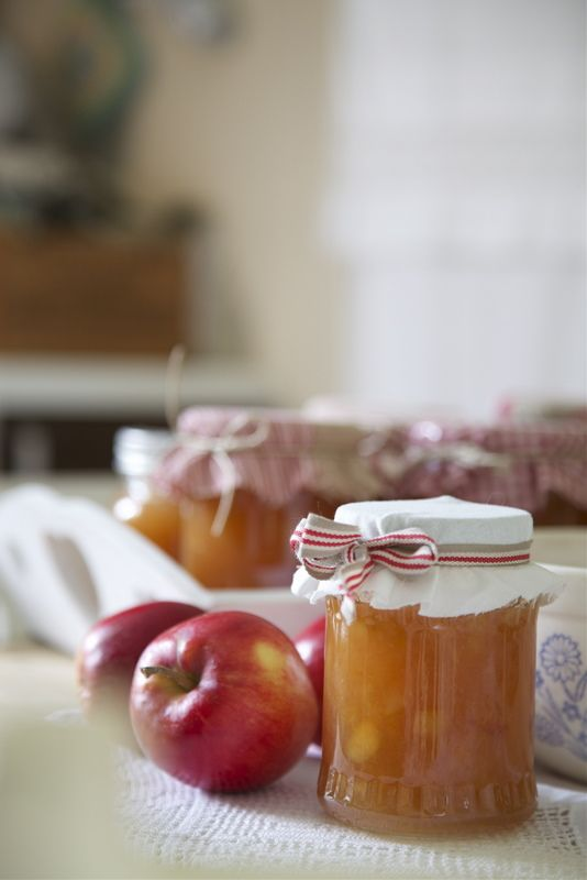 Oh homemade warm applesauce with a sprinkle of cinnamon....
