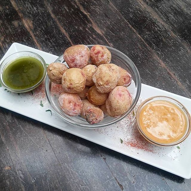 Have you tried Canarian papas arrugadas con mojo ? They're one of the 5 dishes you absolutely can't miss in Lanzarote. To find out what the other 4 are, check out our post http://bit.ly/2dqyHwM