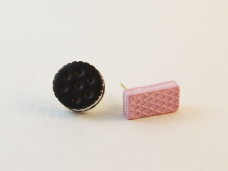 Mismatched cookie earrings. Yum!